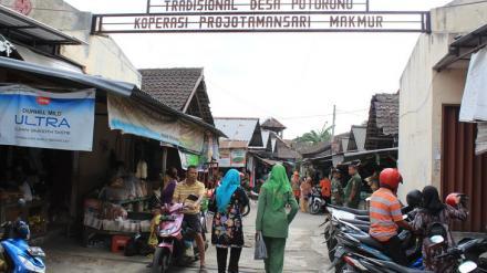Tim Penilai Lomba Pasar kunjungi Pasar Tradisional Desa Potorono