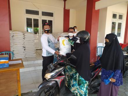 Penyaluran Bantuan Beras PPKM untuk PKH dan BST Kalurahan Potorono